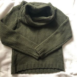 Sweaters - Cozy turtle neck sweater